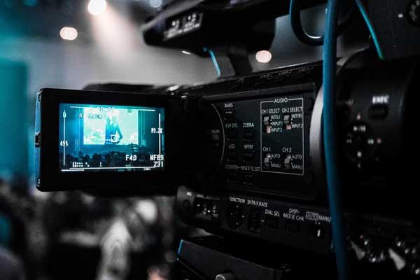 broadcast-broadcasting-camcorder